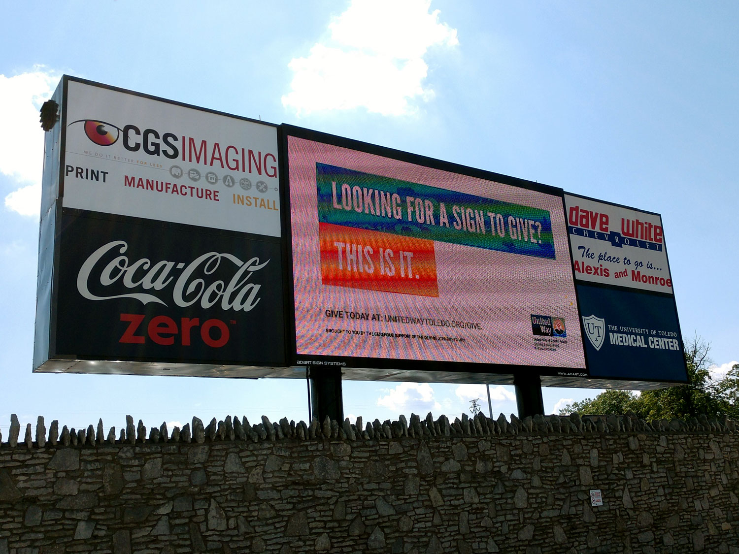 Digital Screen Billboard with Advertisement Signage